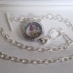 NWOT - Origami Owl Necklace